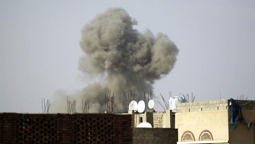 Frappe de la coalition arabe sur le ministère de la Défense à Sanaa au Yémen, le 4 septembre 2015