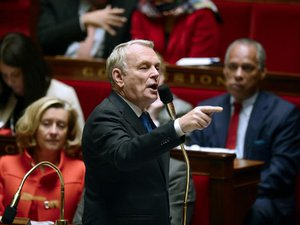Fiscalité: Ayrault recevra les partenaires sociaux fin novembre