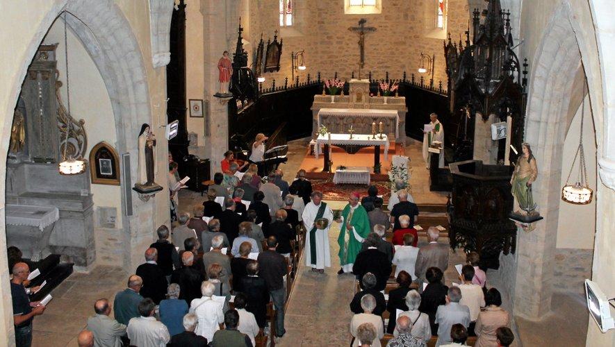 L'église Saint-Étienne de Savignac était archicomble dimanche pour cette bénédiction.