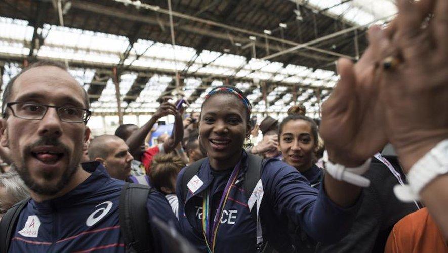 Les athlètes Yohann Diniz et Muriel Hurtiz, à la gare de Lyon à Paris, le 18 août 2014