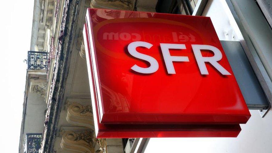 Le logo de l'opérateur SFR, dans une rue de Lille, le 24 février 2014
