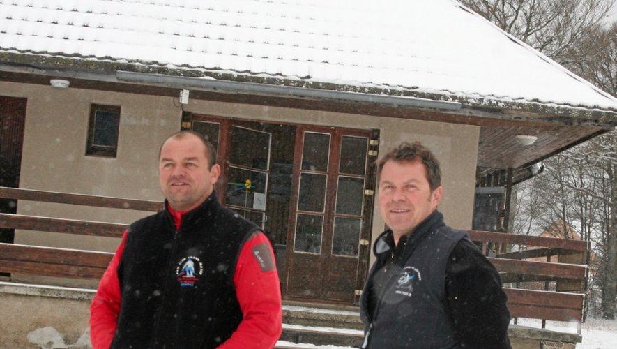 Frédéric Alazard, employé de la station, et Frédéric Amrhein, le directeur, sont «sur le qui-vive» à Laguiole.