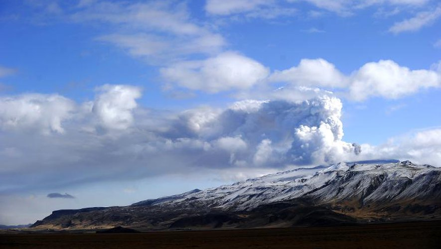 Le volcan islandais Eyjafjallajökull qui a provoqué en 2010 la plus grande fermeture d'espace aérien décrétée en Europe en temps de paix, avec plus de 100.000 vols annulés sur un mois et plus de huit millions de passagers bloqués
