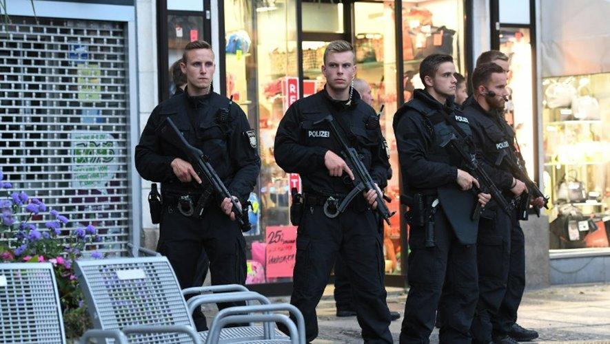 Des policiers près du lieu d'une fusillade à Munich, le 22 juillet 2016
