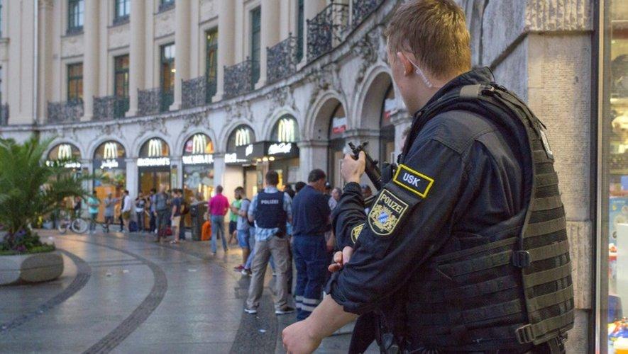 La police sur les lieux d'une fusillade à Munich, le 22 juillet 2016