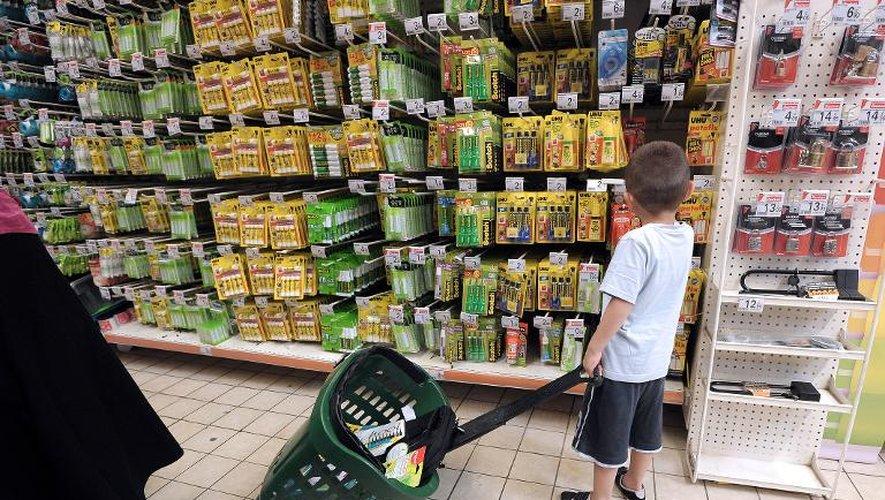Selon le baromètre annuel de l'association Familles de France (FdF), publié mardi, le coût d'un panier moyen de 45 articles pour une entrée en sixième atteint 189,09 euros en moyenne