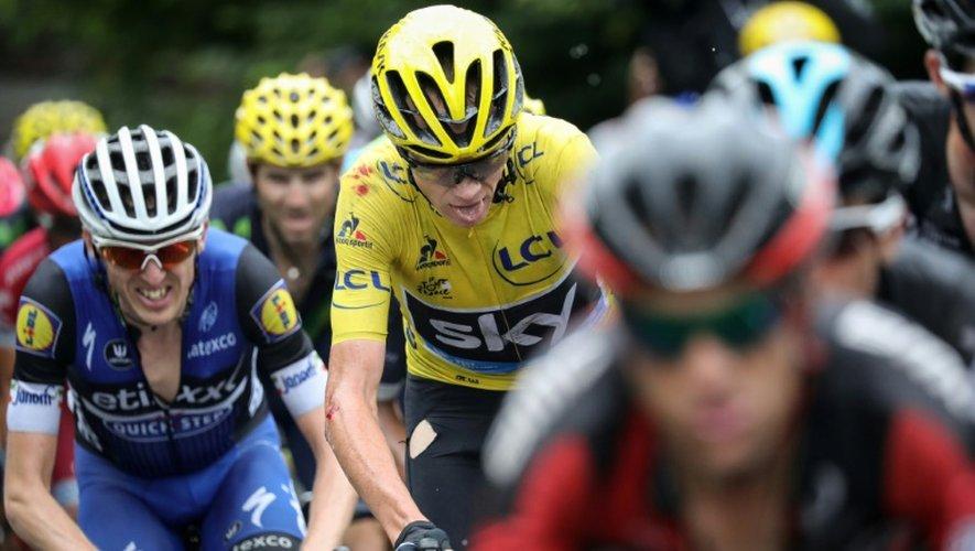 Le peloton avec le maillot jaune britannique Christopher Froome lors de la 19e étape du Tour de France Albertville-Saint-Gervais Mont Blanc, le 22 juillet 2016