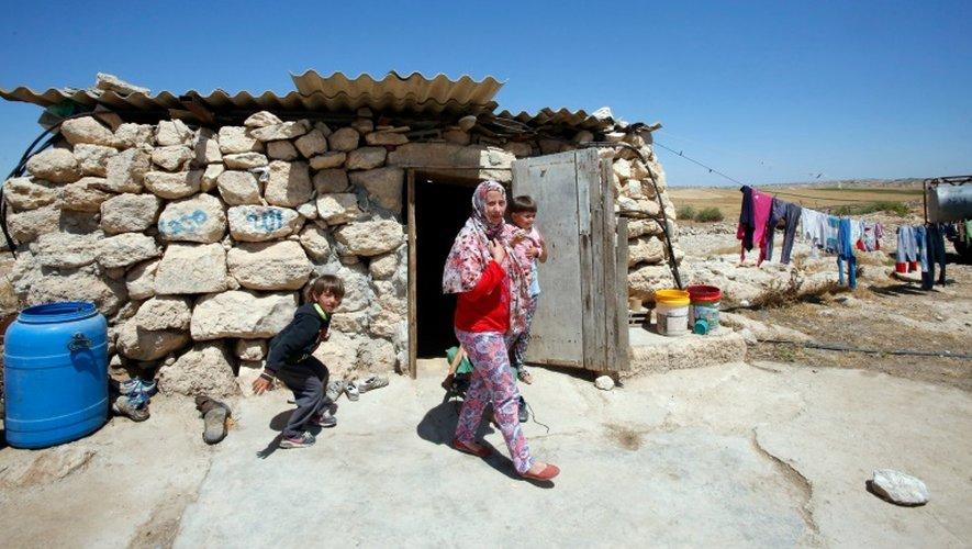 Des habitants du village palestinien de Khirbet Zannouta (près de Hébron), le 30 mai 2016