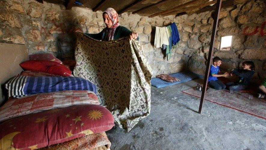 La famille de Rachad al-Tal dans son habitation à Khirbet Zannouta, au sud d'Hébron, le 30 mai 2016