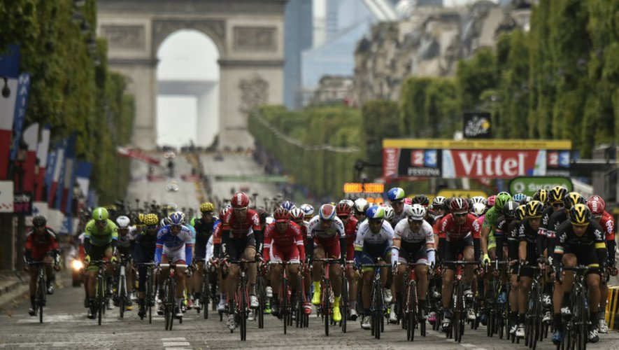 Tour de France: en route pour les Champs-Elysées