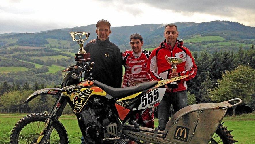 Individuel. Loïc Minaudier (centre), 26 ans, moto, montée impossible.