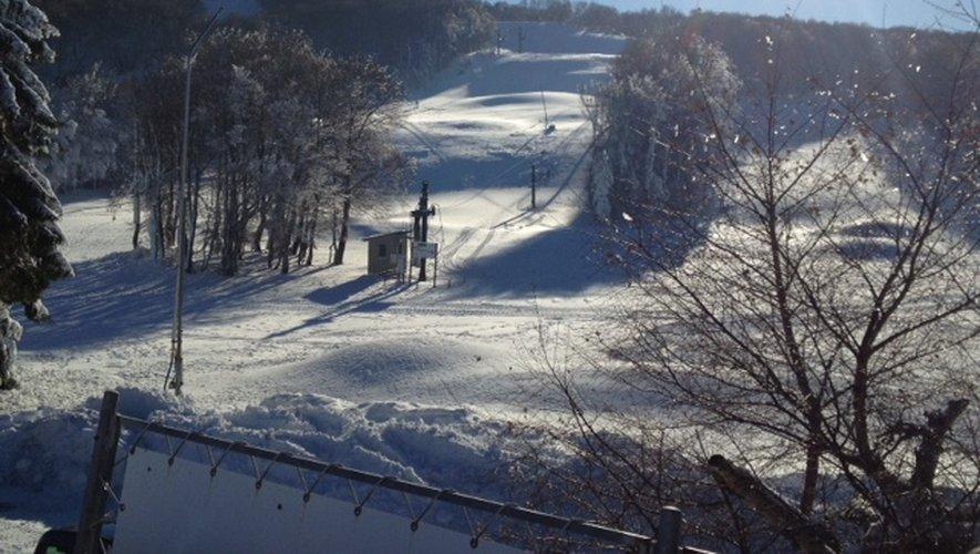 Station de ski de Laguiole, le Bouyssou, lundi 2 décembre. Un grand soleil après les nuages et le vent fort de la veille.