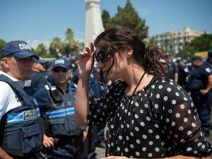 Nice: la policière municipale saisit la justice, Cazeneuve aussi
