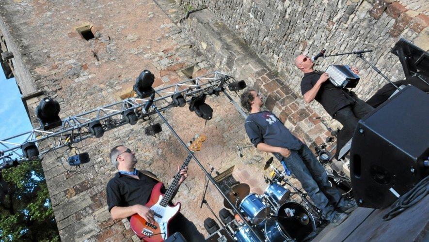 « Mon psy s'est pendu » a ouvert le festival lors du tremplin rock.