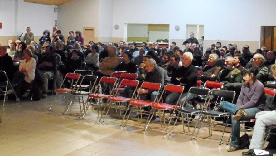 Près de 200 personnes ont assisté à la réunion d'information sur le projet éolien.