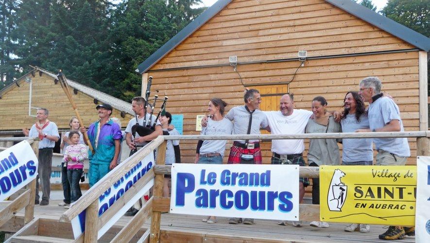 La bande au grand complet à l'entrée d'une -petite- partie du village olympique...