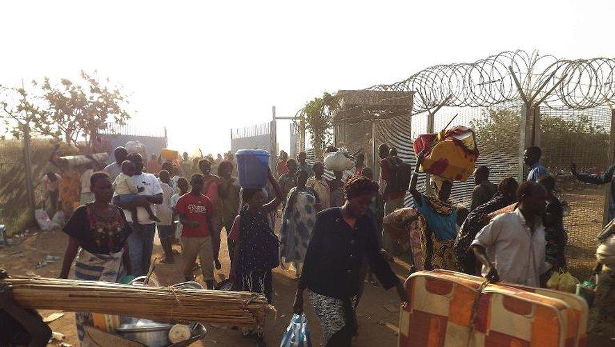 Des réfugiés arrivent dans le centre géré par l'ONU de Juba le 18 décembre 2013