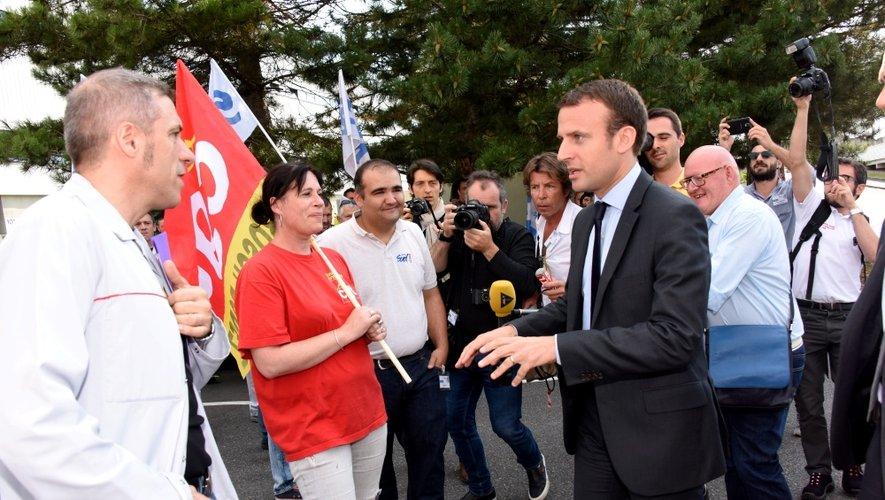 Emmanuel Macron accueilli sous les sifflets par les salariés de Bosch