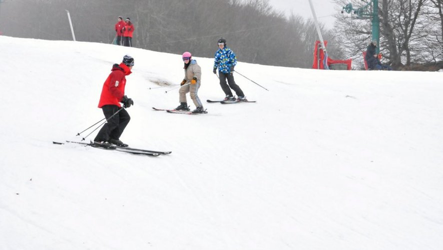 Les moniteurs de l'Ecole de ski français (ESF) sont déjà en action. Les cours donnés pendant les vacances débutent lundi 23 décembre.