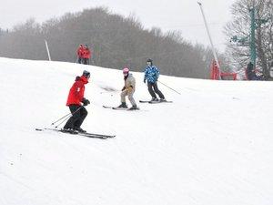 L'école de ski de Laguiole, elle, ne prend pas de vacances...