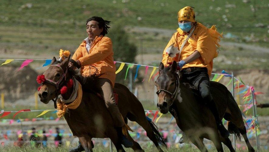 Tibet: derrière les prouesses des cavaliers, la modernité grignote les traditions
