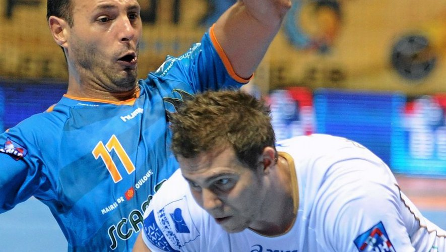 Toulouse's player Jerome Fernandez (L) vies with Montpellier's player William Accambray (R) during the French D1 handball match Toulouse vs Montpellier on October 03, 2012 at Palais des Sports in Toulouse. The French professional handball scene was thrown into turmoil on September 26, 2012 after an investigation was ramped up into giants Montpellier over alleged match-fixing and illegal betting. Suspicions were raised over this match that Montpellier lost 31-28 to Cesson-Sevigne.  AFP PHOTO/ PASCAL PAVANI