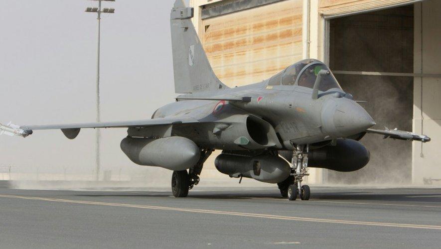 Photo fournie le 8 septembre 2015 par le service de presse de l'armée, d'un Rafale au décollage d'une base dans le Golfe, pour une mission de reconnaissance en  Syrie