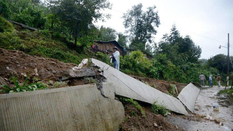 Les dégats provoqués par des glissements de terrains après le passage de la tempête Earl à Coscomatepec dans l'état de Veracruz, au Mexique, le 6 août 2016