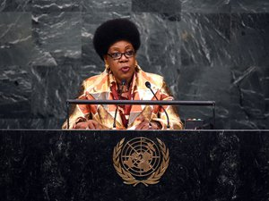 Centrafrique: Bangui paralysée par des barricades, retour précipité de la présidente