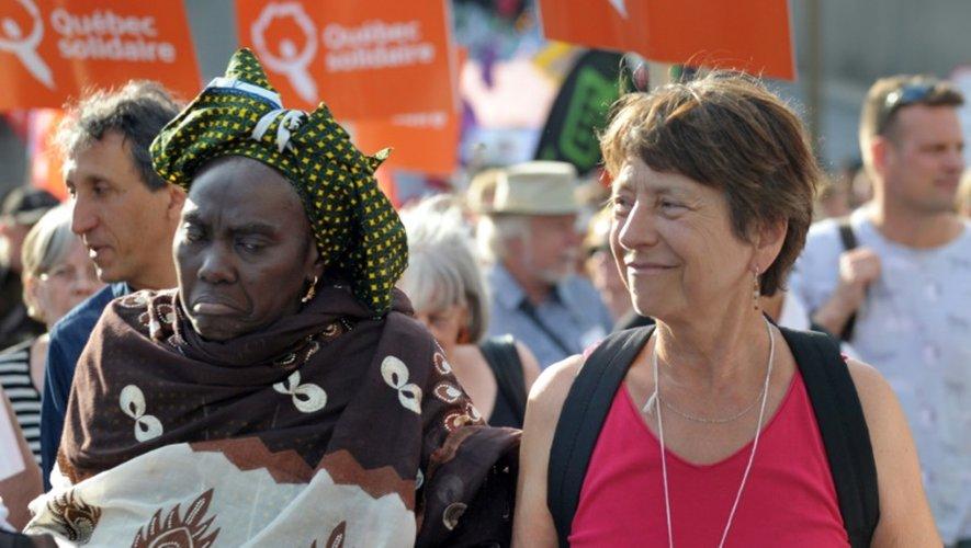"""Des participants à une """"marche festive"""" en ouverture du Forum Social Mondial, le 9 août 2016 à Montréal"""