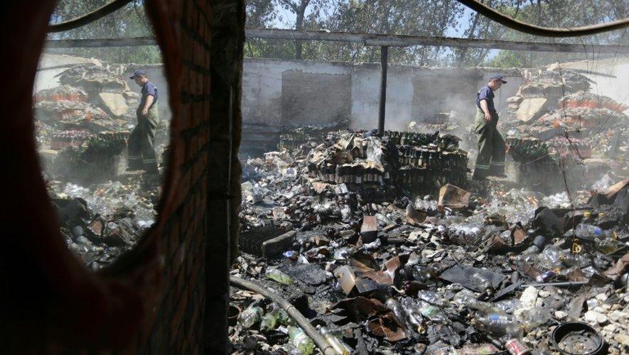 Ukraine: deux soldats russes présumés capturés dans l'est, jugés à Kiev