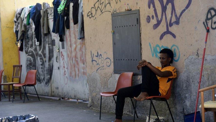 Un migrant rue Cupa, à Rome, le 8 août 2016