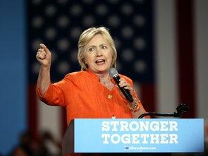 Hillary Clinton courtise les républicains déçus par Trump