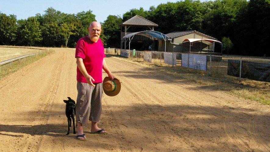 Jean-Pierre Gayrard, président de l'Acclacta, sur une piste cransacois qui cause actuellement quelques soucis de revêtement.