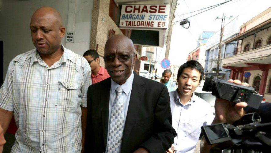 L'ancien vice-président de la Fifa Jack Warner (c), le 9 juillet 2015 à Port-of-Spain
