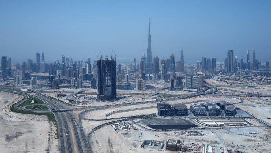 Vue aérienne en date du 10 avril 2016 de Burj Khalifa, la plus haute tour du monde, à Dubaï