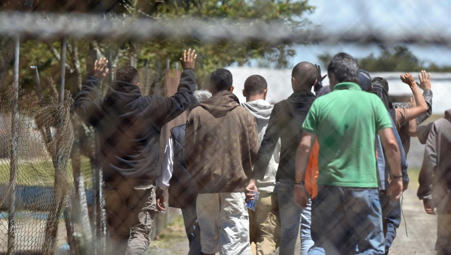 Un groupe de détenus dans le centre de détention de haute sécurité de Pavon à Fraijanes proche de la ville Guatemala, le 18 juillet 2016