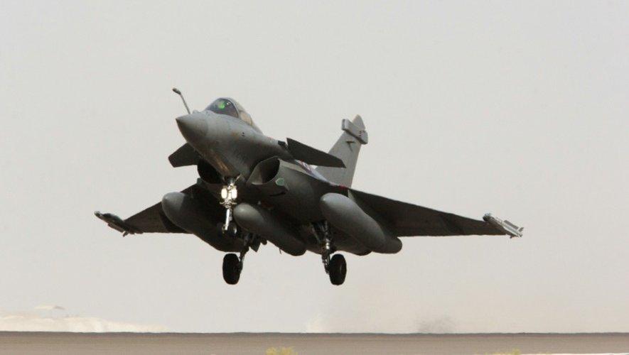Photo fournie le 8 septembre 2015 par le service de presse de l'armée d'un Rafale au décollage d'une base dans le Golfe pour une mission de reconnaissance en Syrie