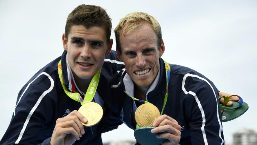 Les rameurs Jérémie Azou et Pierre Houin en or, en deux de couples poids légers aux Jeux de Rio, le 12 août 2016