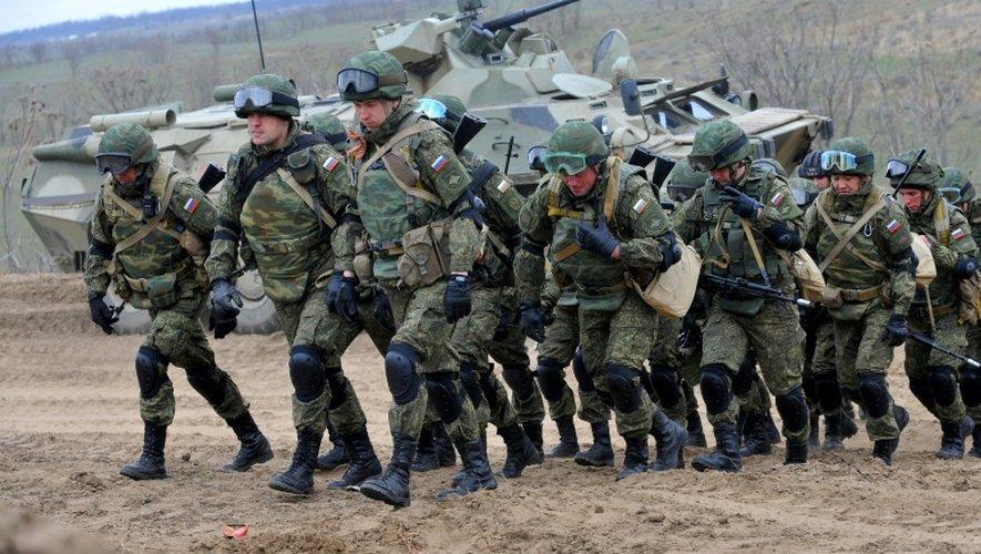 Des militaires russes prennent part à des manoeuvres à Stavropol, dans le sud de la Russie, le 19 mars 2015