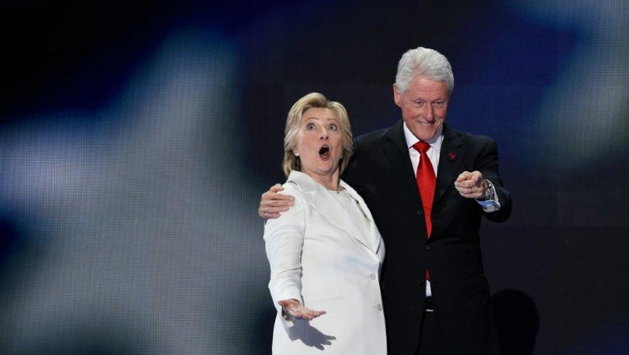Hillary et Bill Clinton le 28 juillet 2016 lors de la convention démocrate à Philadelphie, en Pennsylvanie