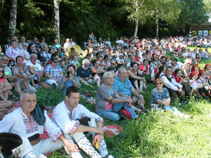 Le festival folklorique  : une der sous le soleil