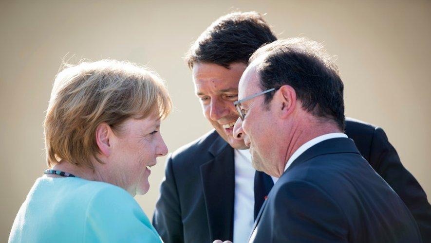 (De g. à d) La chancelière allemande Angela Merkel, le Premier ministre italien Matteo Renzi et le président français François Hollande, sur l'île italienne de Ventotene, le 22 août 2016