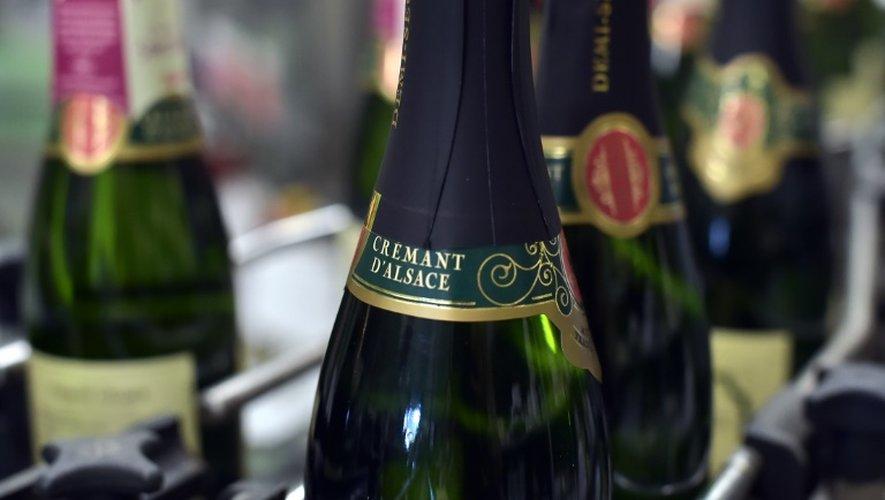 Des bouteilles de crémant d'Alsace, à Steinbach, au sud de la route des vins d'Alsace