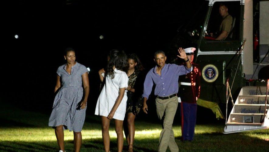Le président Obama rentre le 21 août 2016 à la Maison blanche avec sa famille après ses vacances