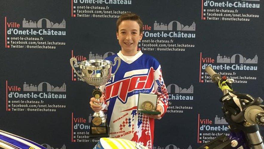 Avec 6 victoires sur les 7 épreuves de la saison, Nathan Molinarie devient champion de France de moto trial.