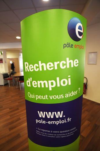 Fin juin, Pôle emploi recensait 3,53 millions de chômeurs en métropole, 5,73 millions en incluant les Outre-mer et les demandeurs d'emploi ayant exercé une petite activité