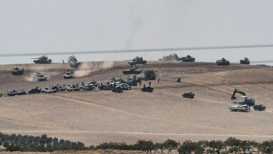 L'armée turque envoie ses F-16 et ses chars en Syrie contre l'EI