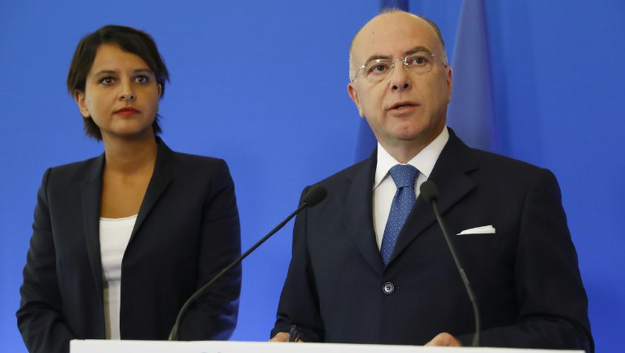Les ministre de l'Intérieur, Bernard Cazeneuve, et de l'Education, Najat Vallaud-Belkacem, à Paris le 24 août 2016