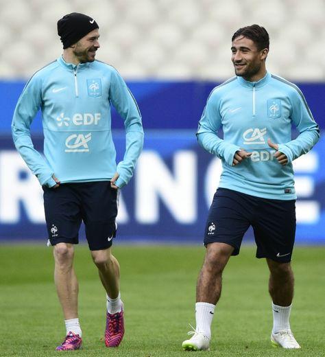 Nabil Fekir avec Christophe Jallet, lors d'un entraînement des Bleus au Stade de France, le 25 mars 2016